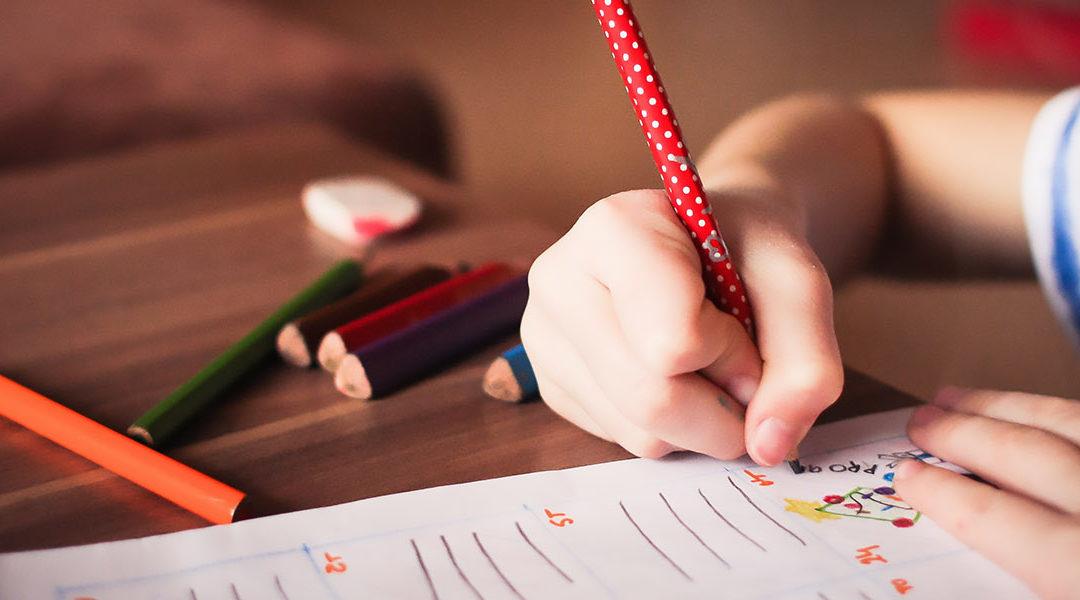 Tips Simpel Untuk Membuat Anak Suka Menulis
